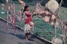 Índia Caiagangue vendendo artesanato 1976